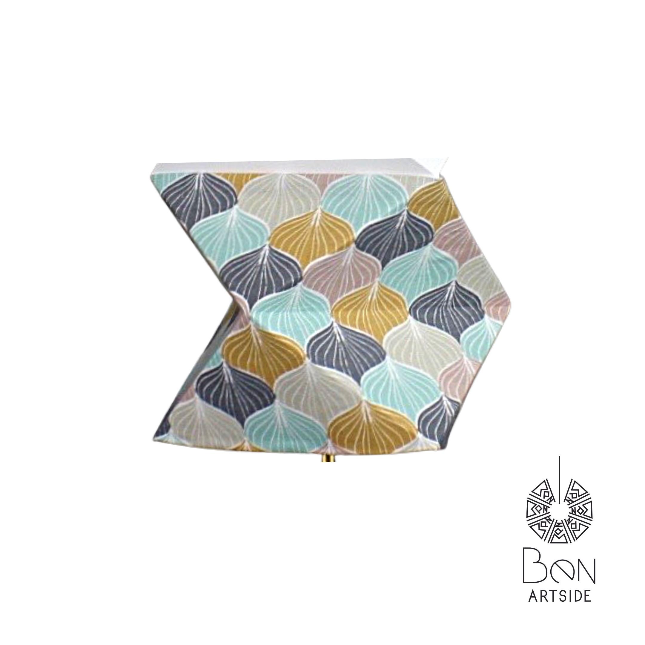 Tissu noir & triangle jaune moutard