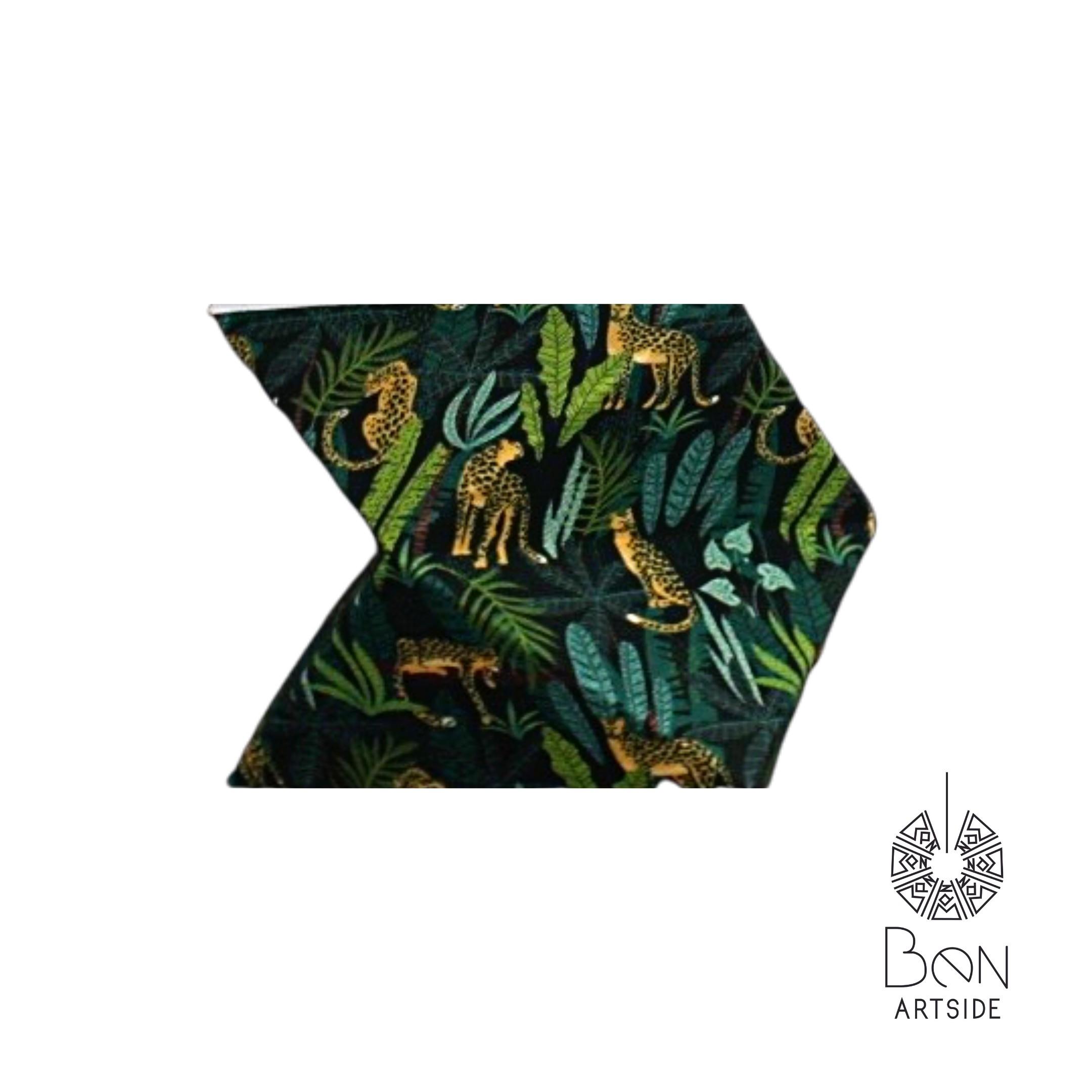 Tissu bleu royal contour doré