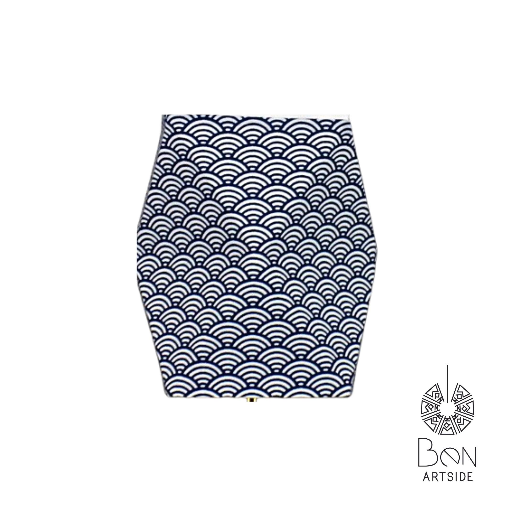 F Tissu bleu royal contour doré